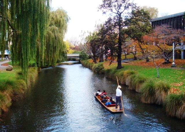 Avon_River,_Christchurch,_New_Zealand.JPG