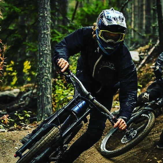 Silent Shredding in Sweden - Video - Pinkbike  Alexander Bäckvall and Philip Fagerberg rip Järvsö Bike Park in this no-nonsense banger. https://www.pinkbike.com/news/jrvs-bike-park-raw-100.html?trk=rss . . . . #bikes #bikeporn #instabike #bike #bikelife #biker #mountainbike #bikeride #bikers #family #races #swarm #root #raceday #motorbike #swimbikerun #mountain #mountainbiking #breed #dragrace #instalike #mountainlife #elevation #mountaineering #hill #race #spartanrace #mountainview #mount #mountainbikes