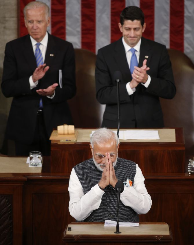 Indian Prime Minister Modhi bowing to Congress before speaking.