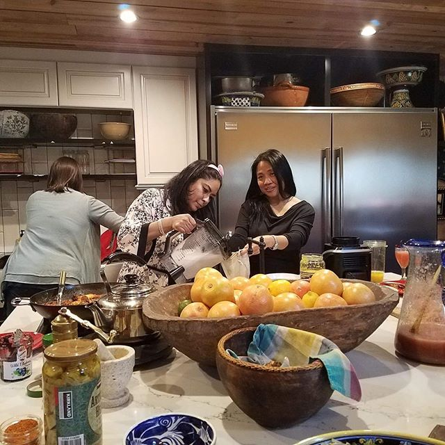 Sunday's are for friends and good and rest! Hope everyone is having a great Sunday! Picture here is one of our past events at the home of our member. We did a fun healthy eating cooking demo! #jawc #healthyfood #atx #austintx #austintexas #austin #austinlocal #sisterhood
