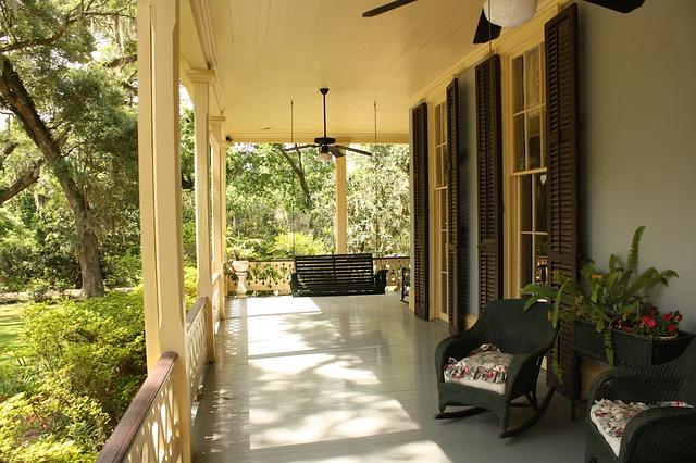 porch-186402_640.jpg