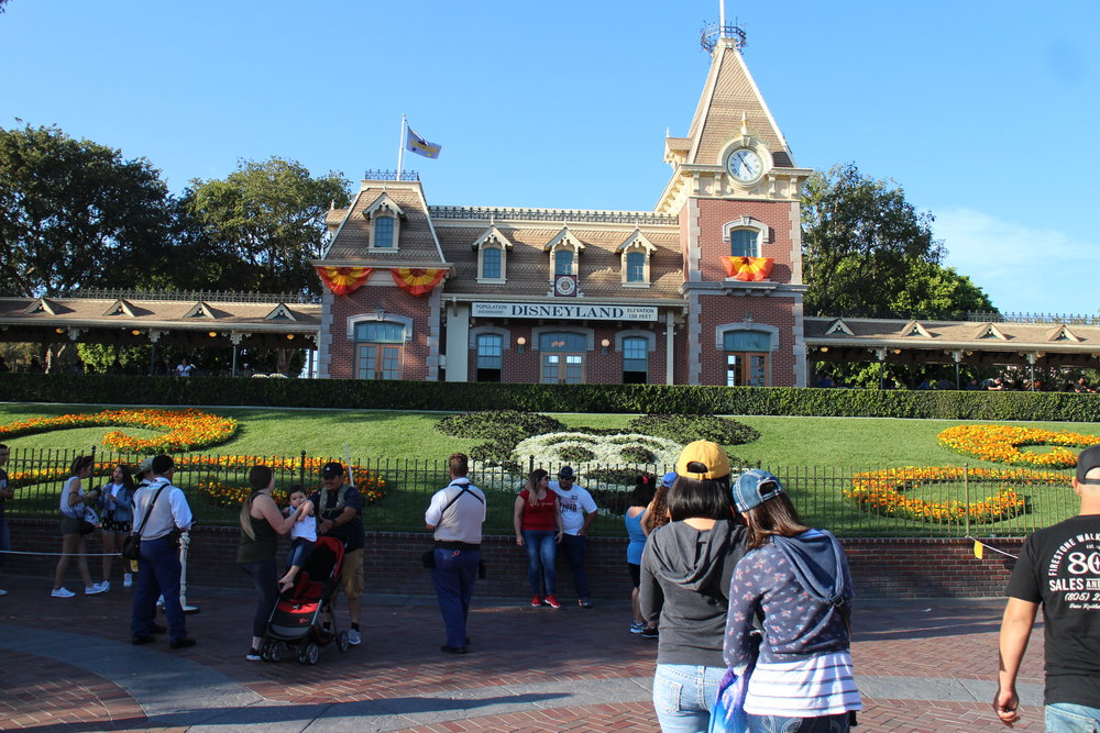 disneyland main gate entrance