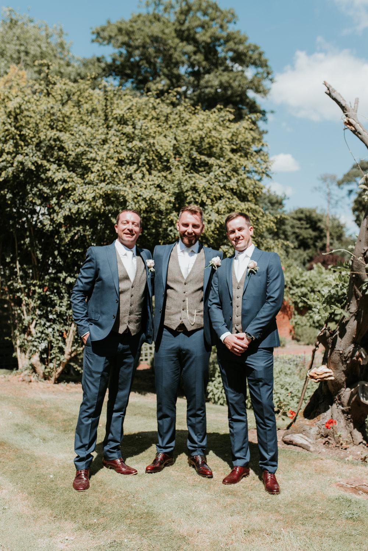 Fun-wedding-photographer-17.jpg