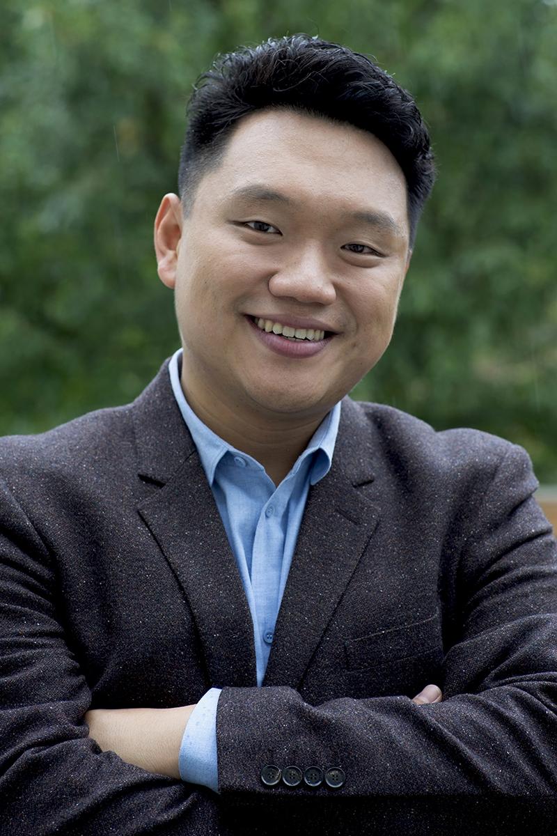 Yi Li , Dick Johnson