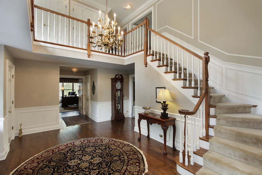 Nice-foyer-in-large-home.jpg