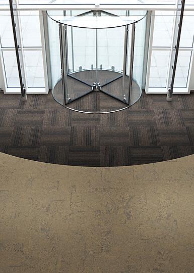 Interface-Barrcicade-one-Sauberlauf-Teppichfliesen-selbstliegend-Verlegungen-Eingangsbereich-1.JPEG