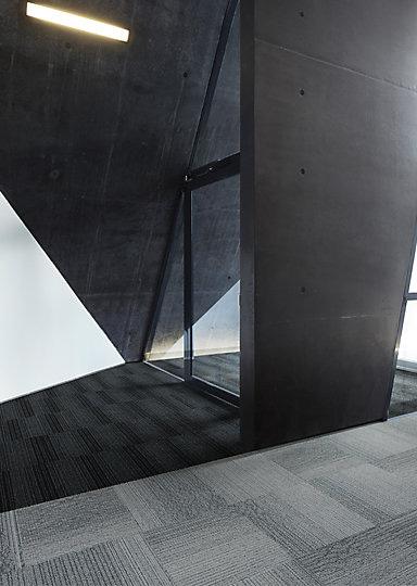 Interface-Barrcicade-one-Sauberlauf-Teppichfliesen-selbstliegend-Verlegungen-Eingangsbereich-2.JPEG