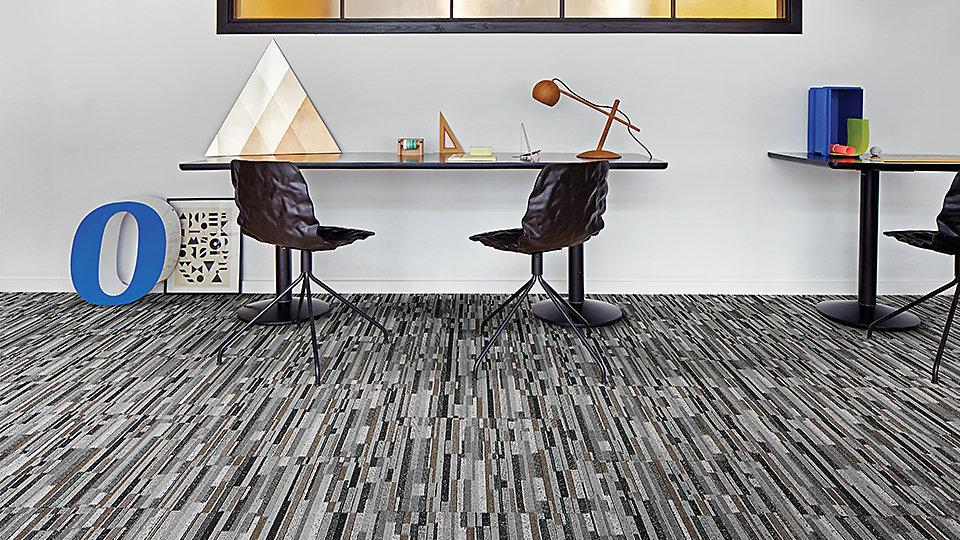 Interface-Londinium-Teppichfliesen-selbstliegend-verlegung-Office-und-DIY-2.JPEG