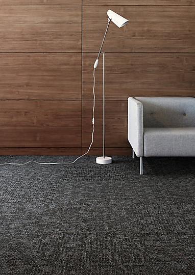 Interface-Teppichfliesen-selbstliegend-verlegen-Office-DIY-current-2.JPEG