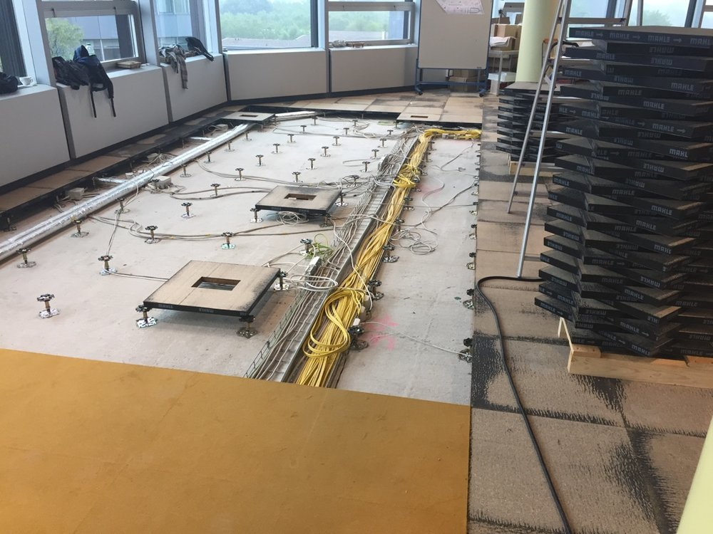 Doppelboden-Montage-Reinigung-Pflege-und-Sanierung.jpg