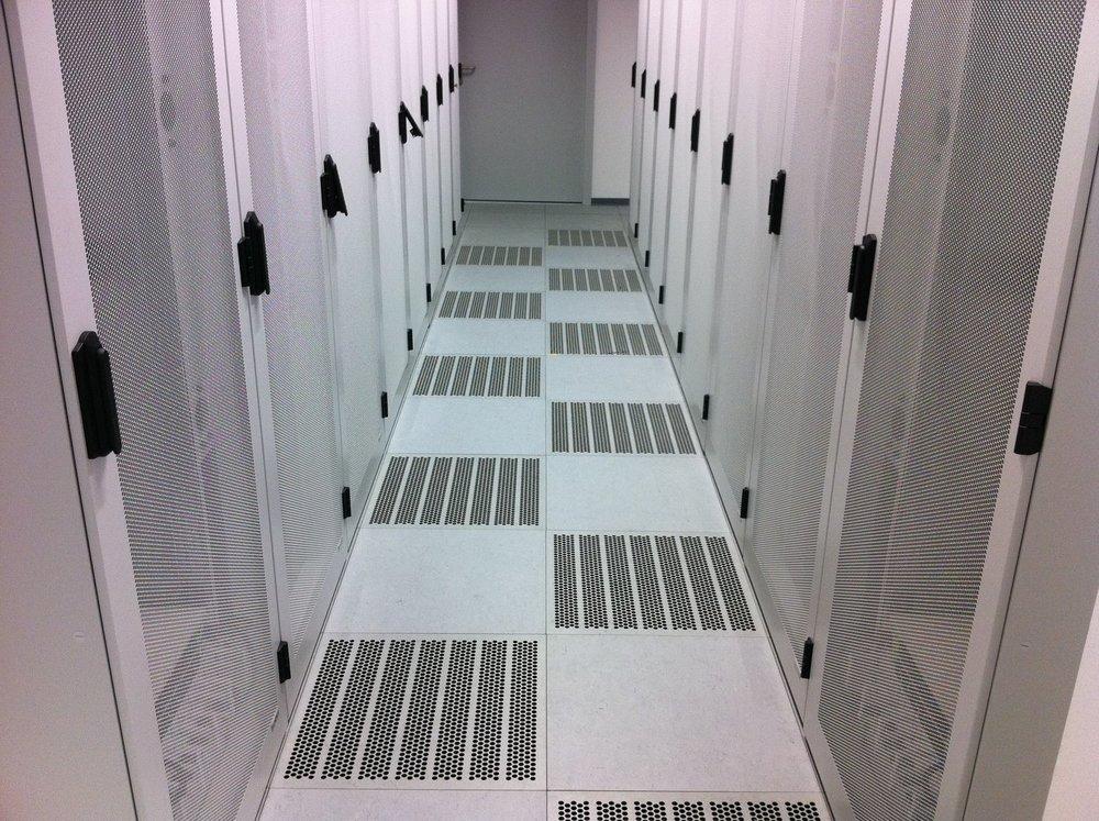 DOBOTEC-Doppelboden-Rechenzentrum-Server-Schaltwartenboden-Leitfähig-Linoleum-IMG_0981.JPG