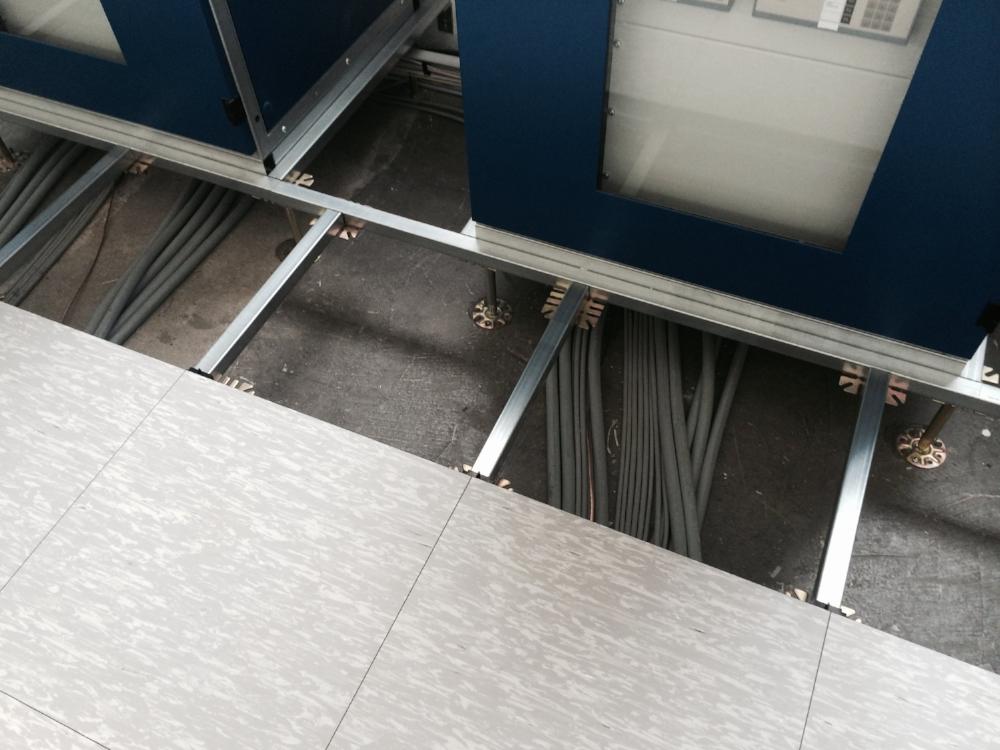 Doppelbodenplatten-aus-Holz.jpg