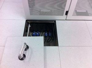 DOBOTEC-Doppelboden-Rechenzentrum-Server-Schaltwartenboden-Leitfähig-Linoleum.JPG