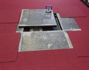 Designboden-rot-Eiche-Bodentechnik-mit-Bodenbelaegen-und-Teppichboden.jpg