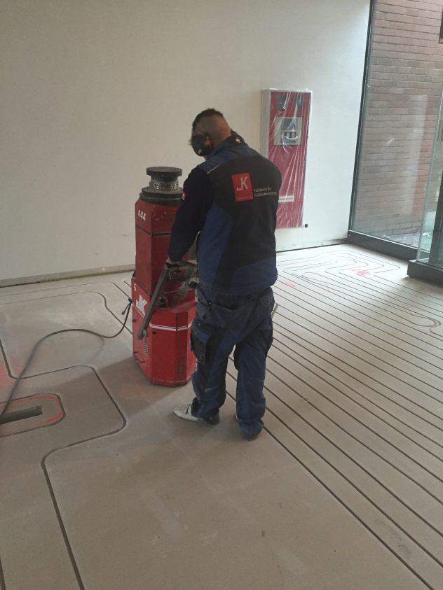 Fußbodenheizung im Hohlraumboden und Doppelboden fräsen in Knauf Integral Gipsfaserplatte