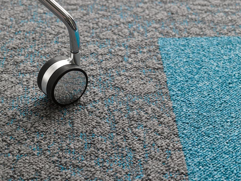 Teppichfliesen Selbstliegend von Desso - Salt.jpg