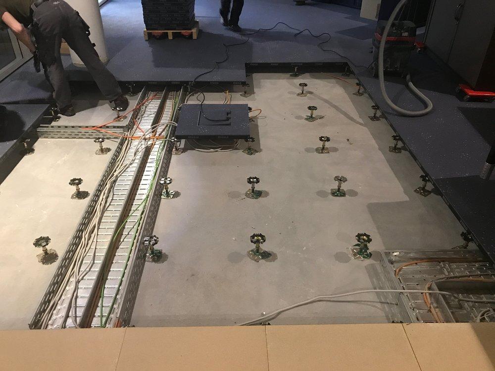 Doppelbodensanierung-SL-Teppichfliesen-Vorwerk-Varia-Bedruckt-OVERNIGHT-DOBO-schälen-Bodenfliesen-verlegen-Koblenz.jpg