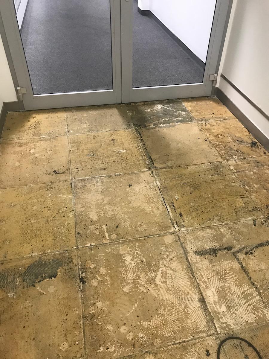 Bodenlag-Designfliesen-Doppelboden-renovierung-Doppelboden-DOBOTEC-nach-Demontage-Belag-Bodenaufbau-Hewlett-Packard00009.jpg