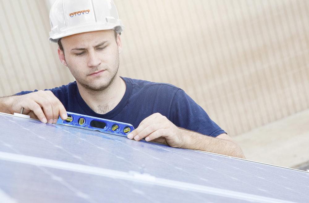 Solceller gjør det mulig åforvandle taket ditt til et grønt, lite kraftverk.
