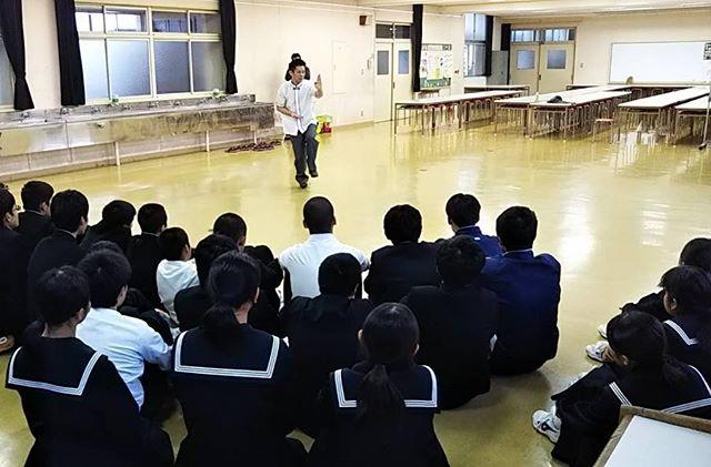 山口県周南市にある鹿野中学校、富田西小学校での特別授業🏫  パフォーマンスをしたり、語ったり。  素直な反応と素直な質問に、僕が勉強させてもらいました🙇♂️ そして、色んな方の協力とサポートがありました🤝  改めて、ありがとうございました🙏  #山口県#周南市#特別授業#夢を語る