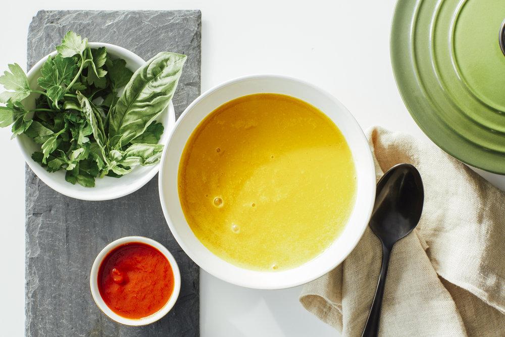 FreshCoastCollective_FlyFeetRunning_21dc_recipe_creamythaicarrotsoup_1.jpg