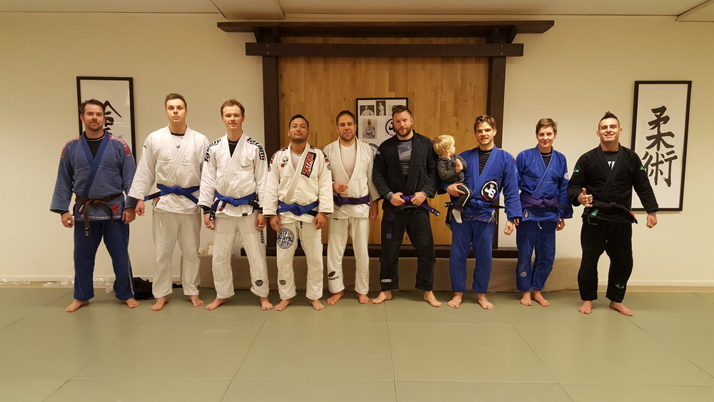 From left to right. Coach Peter, Linus, Liam, Jefferson,Timo, Michael, Vincent, Veronika and professor Jorge.
