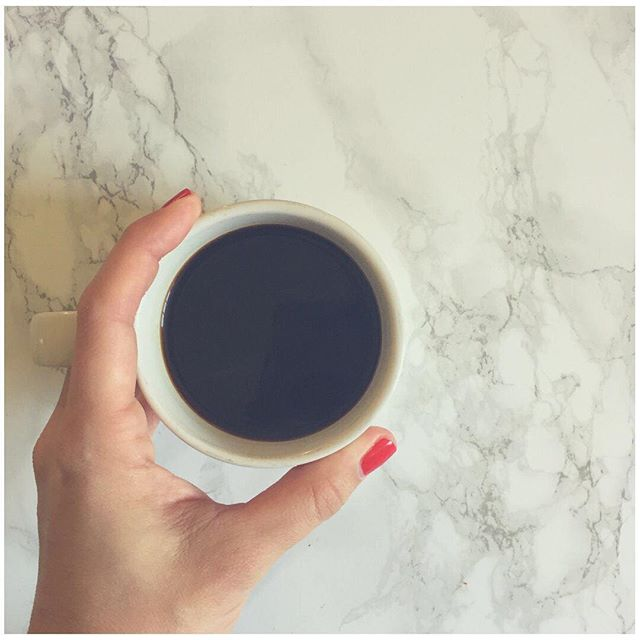 Hands up if your Tuesday will be mainly sponsored by coffee?! 🙋♀️#mamadidntgetnosleep #teethingbabiesarenotmuchfun