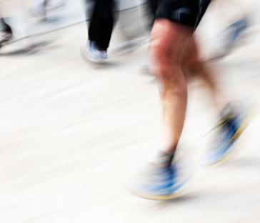 Specialister i behandling ogforebyggelse af løbeskader - Vi har stor erfaring med diagnosticering og behandling af løbere. For os er det ikke nok, at du får den rigtige diagnose og behandling. Vi lægger også stor vægt på at rådgive dig, så tilbagefald kan undgås.