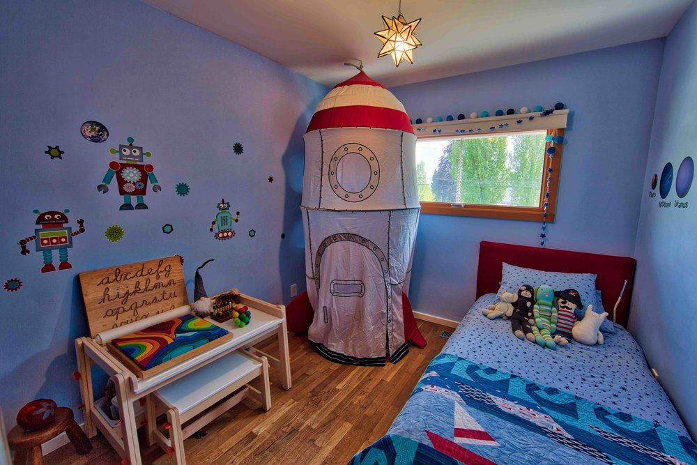MINDFUL-HOMES-kids-room-spaceship.jpg