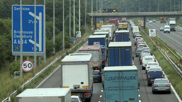 traffic-queuing-on-m62-862409047.jpg