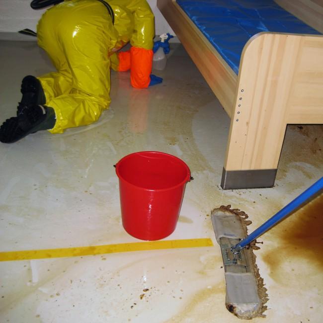 Fengselscelle på Ila rengjøres. FOTO: ILA FENGSEL OG FORVARINGSANSTALT