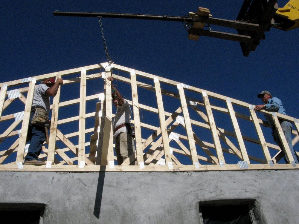 Installing the last truss