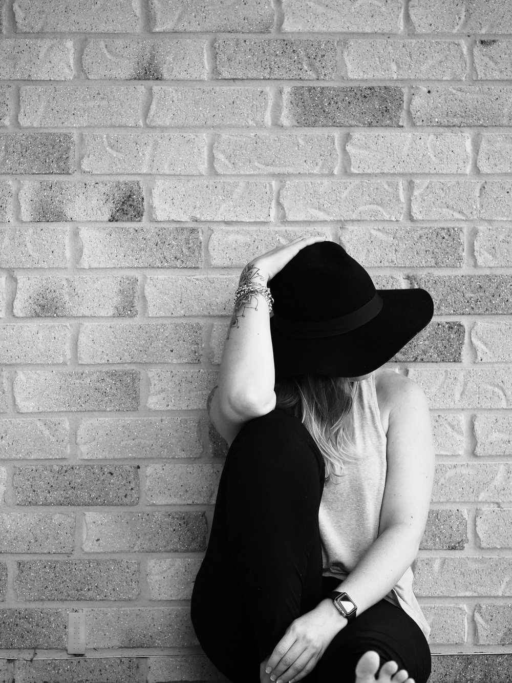 black-and-white-portrait-girl-hat-ink.jpg