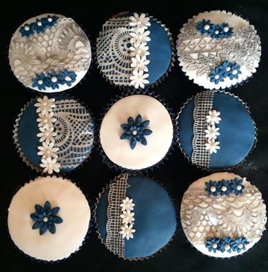 bkpam2145688_navysilverweddingcupcakes.jpg