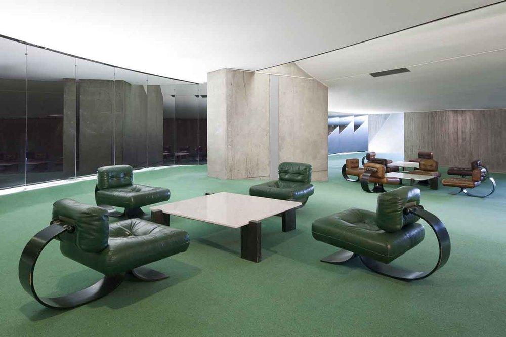 Communist-Party-Headquarters-Paris-by-Oscar-Niemeyer-Yellowtrace-35.jpg