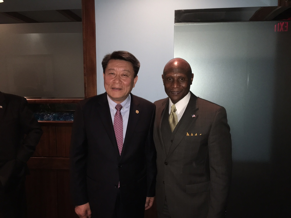 President of LG Hwanyong Nho and BITHENERGY's CEO Robert L. Wallace