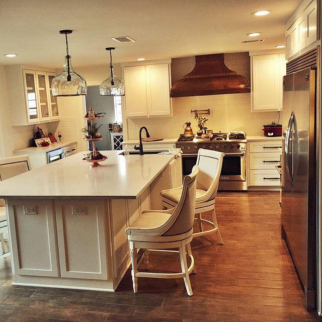 So many kitchen GOALS! • • • • • • • #customventhood #renovation #designbuild #kitchengoals #woodlooktile #fortworth #texas #texasrealestate #fw #lovewhatyoudo #youshouldseetheoutdoorkitchen #noworriesyouwill #teamcircleR #love #teamwork #lovewhatwedo