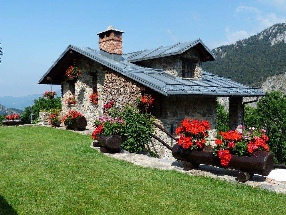 holiday-house-177401.jpg