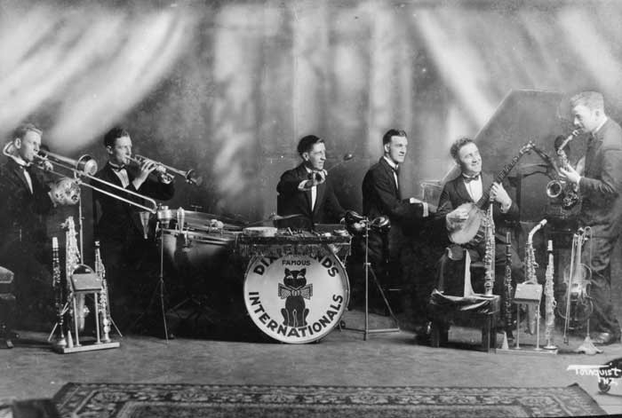 wysiwyg_full_Famous-Dixieland-Internationals-playing.jpg