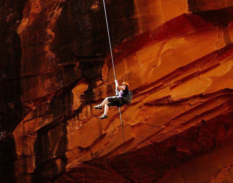 mountain-climber-1840220_1920.jpg