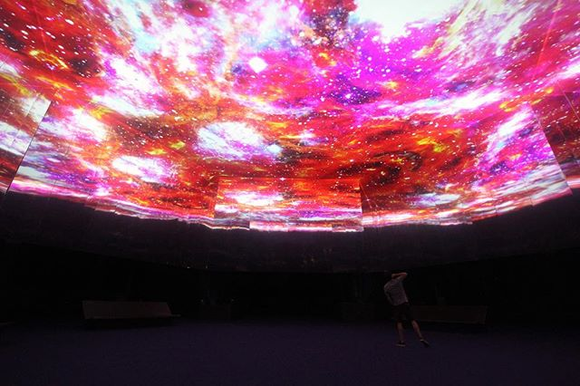 Uma Janela Para o Imaginário: um universo de cores, formas abstratas e imagens que permitem viajar por várias dimensões Uma Janela para o Imaginário: an universe of colors, abstract shapes and images that allow to travel through many dimensions