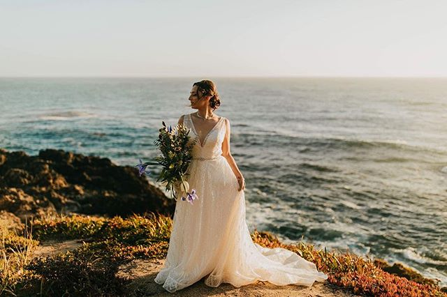 That golden hour light thooooo! 🙌🏼 Take me back to the pacific coast ❤️ // ☀️💍👰