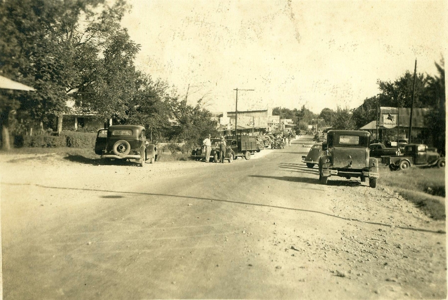 Main Street looking South. 1930's. (Photo from Old Independence Regional Museum, Batesville)