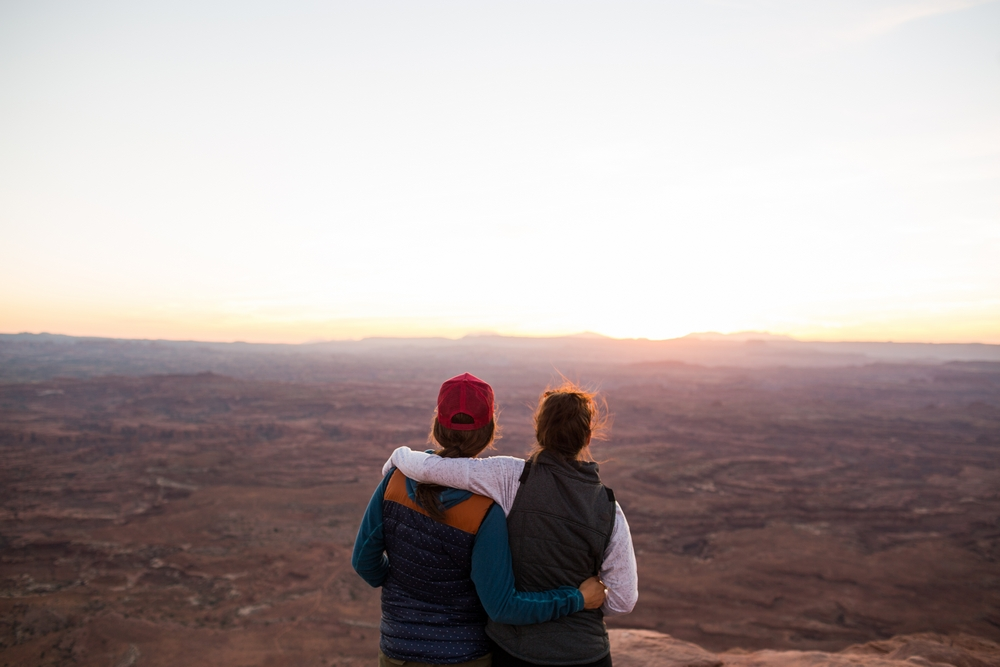 utah-canyonlands-moab-overlook-friends.JPG