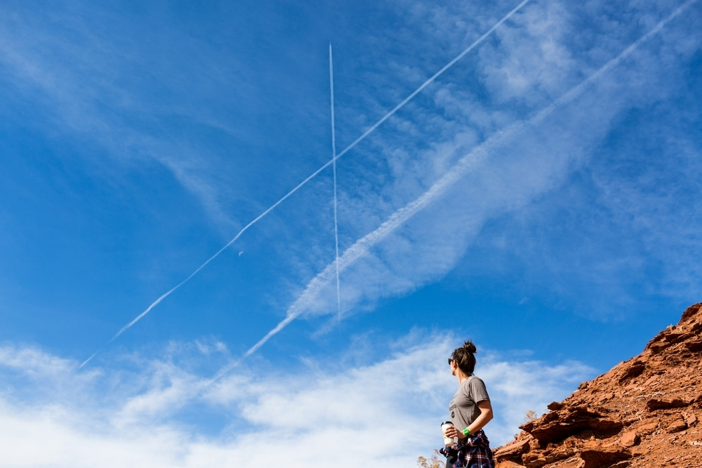 utah-moab-castle-valley-clouds-plane-trail.JPG