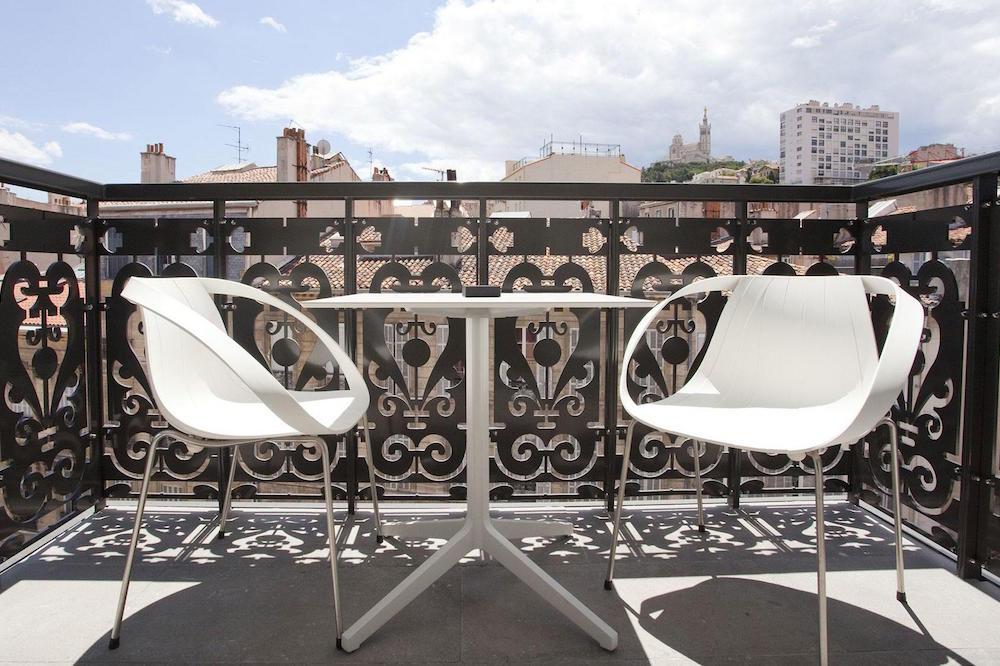 c2-hotel-marseille-balcony.jpg
