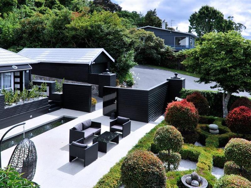 Black Swan boutique Hotel.jpg