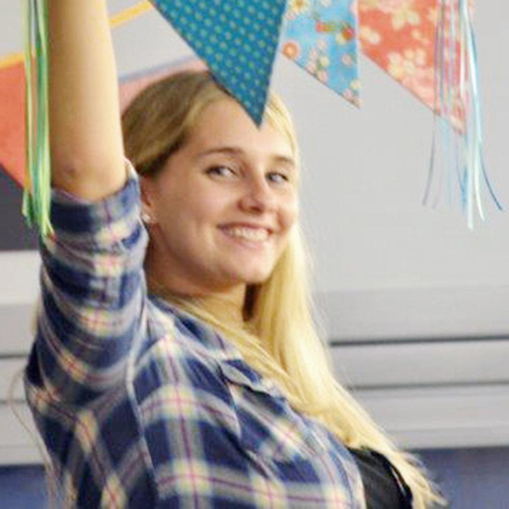 Dina Widmer  lacht gerne und viel – und bringt als Pflegefachfrau nicht nur ihre Frohnatur,sondern auch ihr Wissen aus dem Spitalalltag mit.