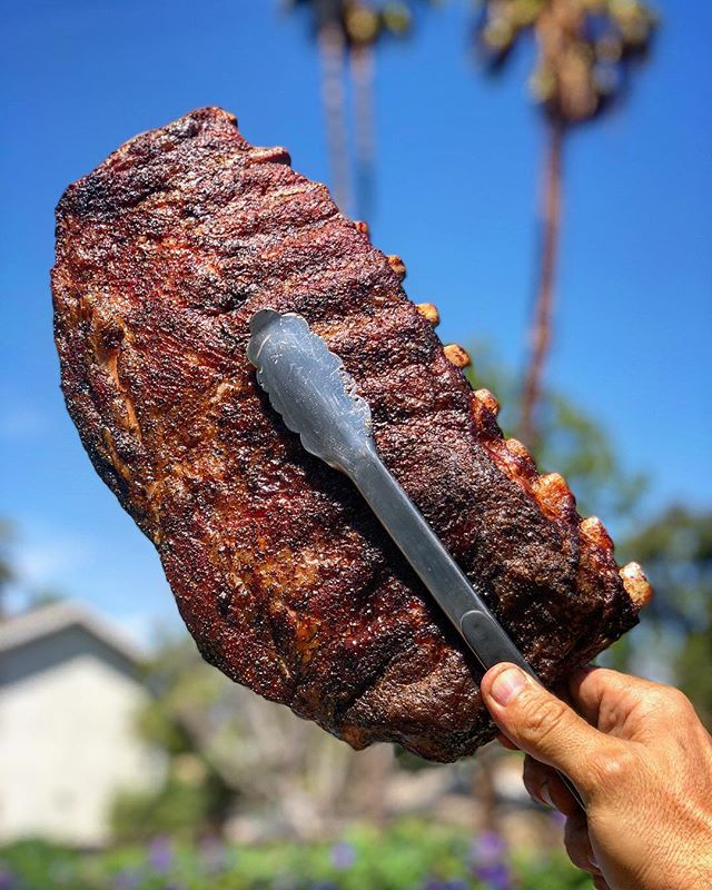 Forgot what i wanted to say. I keep zooming in and out of the photo.. try it. Tell a friend. It's a fun way to kill some time.. peace love and barbecue. . . . . . #ribs #bbq #barbecue #supporttheunderground #spareribs #freemoos #palmtrees see you soon at @slab #eaterla #losangeles #foodie