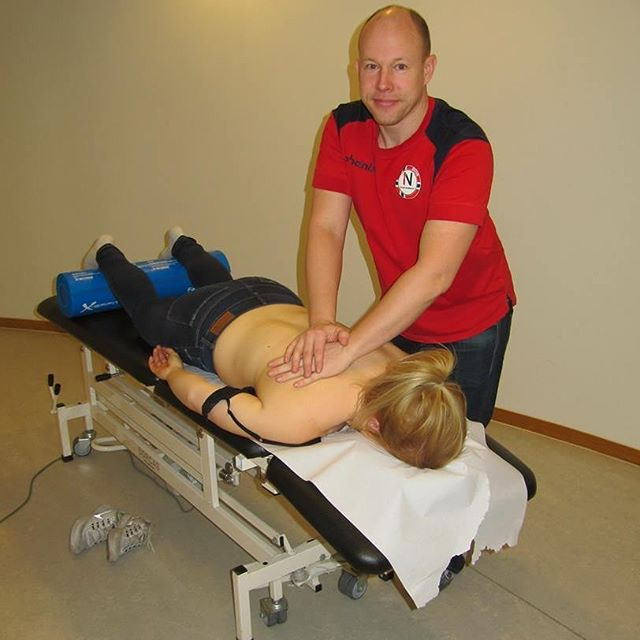 Terapeut Petter Larsen (@petteralarsen) i aksjon på Høyskolen Kristiania! #bedriftsmassasje #bedriftsmassasjeno